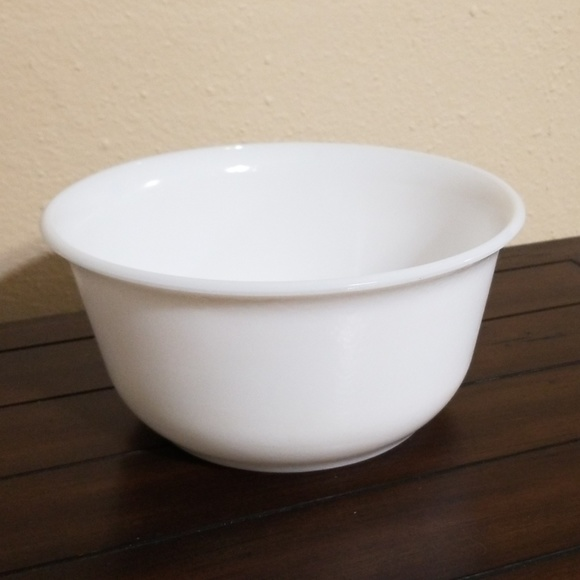 """General electric Other - Vintage GE milk white mixing bowl 9.5"""""""